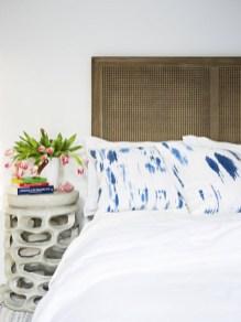 Gorgeous Beachy Farmhouse Bedroom Design Ideas For Cozy Sleep 18