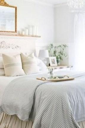 Gorgeous Beachy Farmhouse Bedroom Design Ideas For Cozy Sleep 26