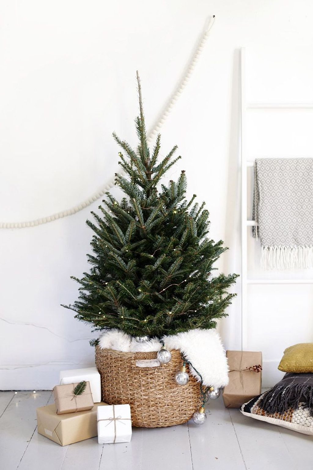Marvelous Farmhouse Christmas Decor Ideas That You Must Try 35