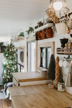 Sophisticated Christmas Rv Decorations Ideas For Valuable Moment 16
