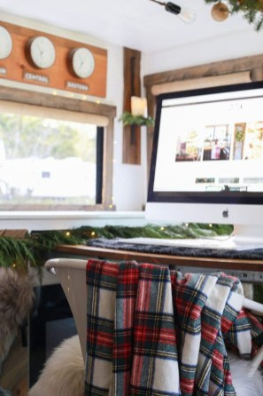 Sophisticated Christmas Rv Decorations Ideas For Valuable Moment 38