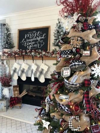 Beautiful Farmhouse Christmas Decor Ideas To Have Right Now 13