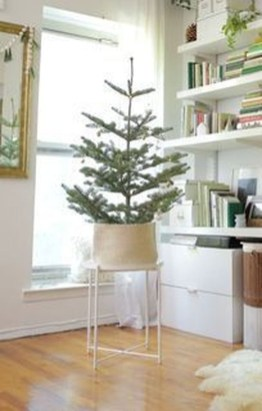Pretty Christmas Decor Ideas For Small Space To Try Asap 16
