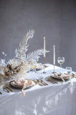 Pretty Winter Table Decoration Ideas For A Romantic Dinner 02
