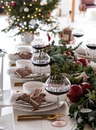 Pretty Winter Table Decoration Ideas For A Romantic Dinner 25