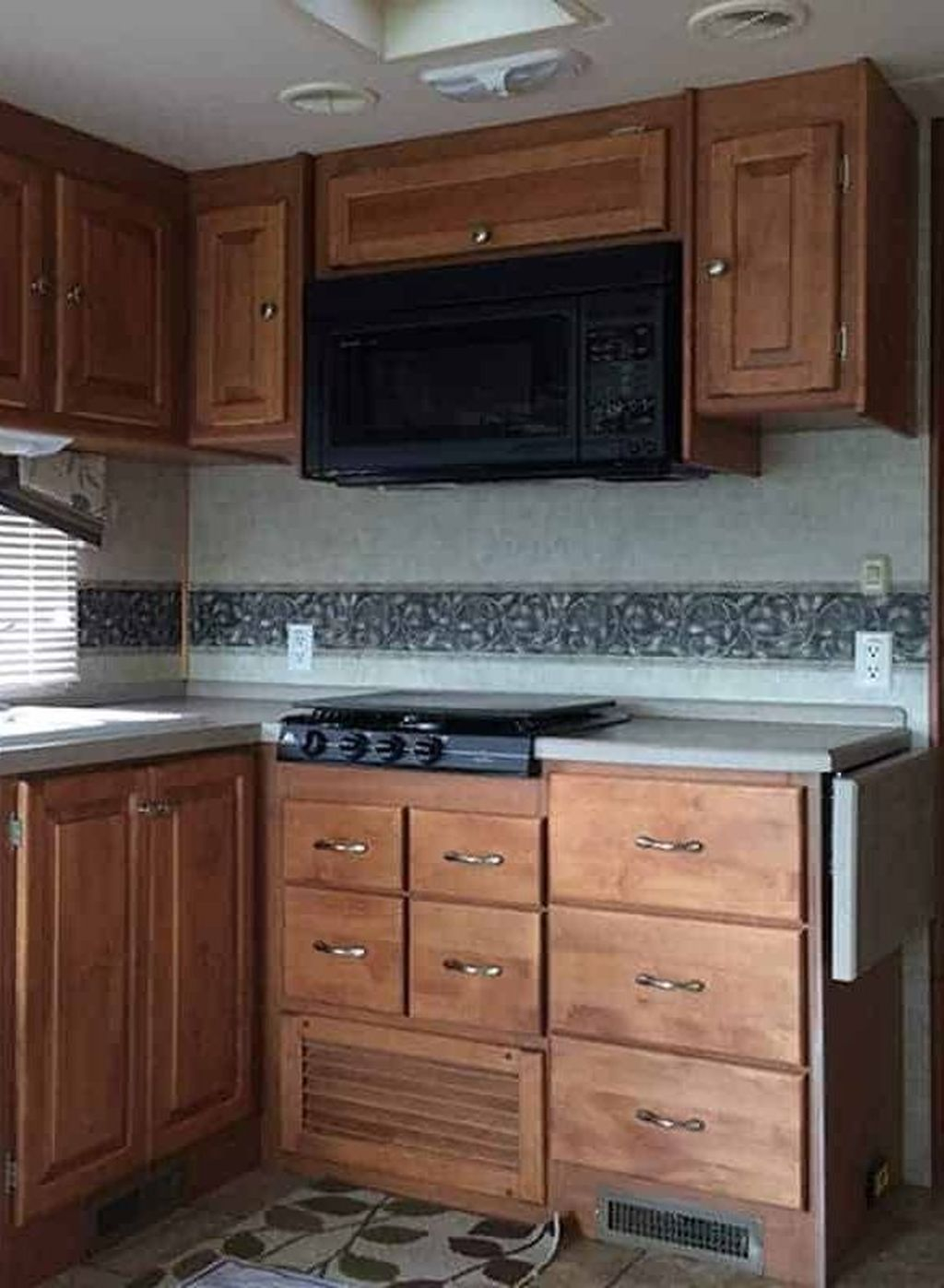 Relaxing Rv Kitchen Design Ideas For More Comfortable Cooking During The Holiday 20