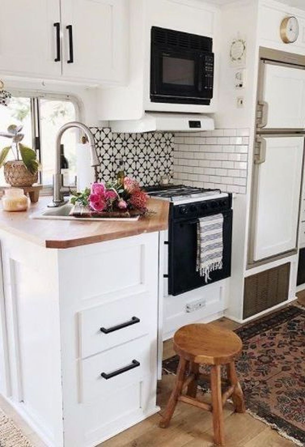 Relaxing Rv Kitchen Design Ideas For More Comfortable Cooking During The Holiday 21