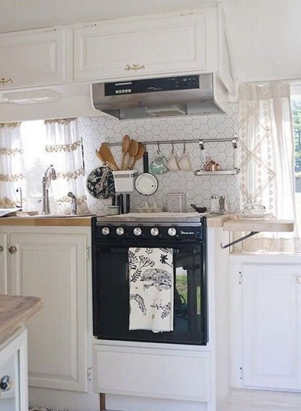 Relaxing Rv Kitchen Design Ideas For More Comfortable Cooking During The Holiday 31