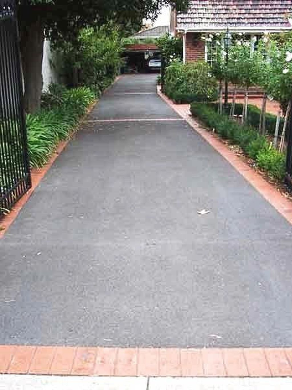 Fabulous Driveway Landscaping Design Ideas For Your Home To Try Asap 25
