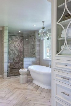 Perfect Master Bathroom Design Ideas For Small Spaces To Have 03