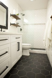 Perfect Master Bathroom Design Ideas For Small Spaces To Have 20