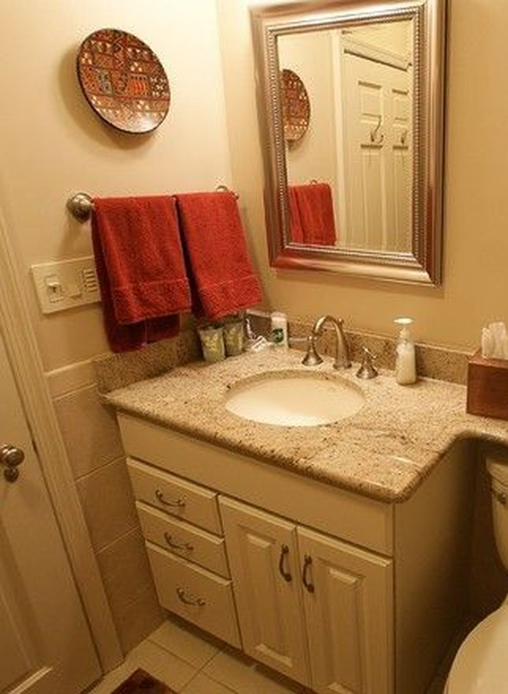 Popular Traditional Small Bathroom Decor Ideas To Try Asap 04
