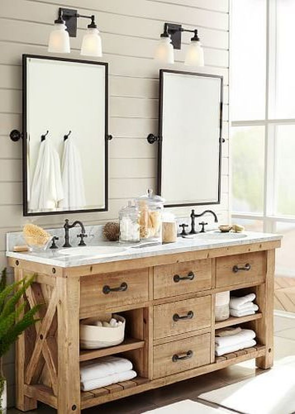 Popular Traditional Small Bathroom Decor Ideas To Try Asap 17