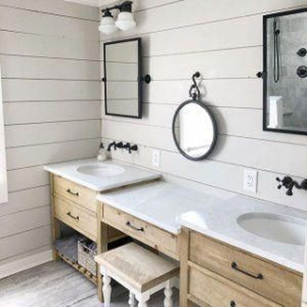 Popular Traditional Small Bathroom Decor Ideas To Try Asap 18