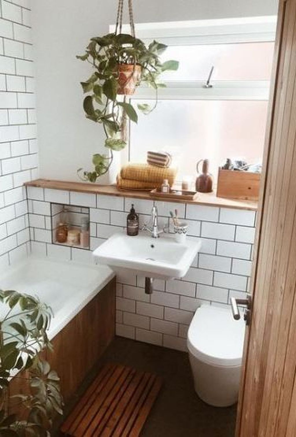 Popular Traditional Small Bathroom Decor Ideas To Try Asap 19