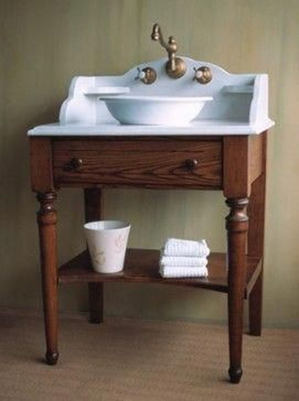 Popular Traditional Small Bathroom Decor Ideas To Try Asap 25