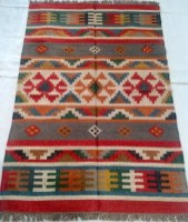 Stunning Traditional Indian Carpet Designs Ideas For Living Room To Try 14