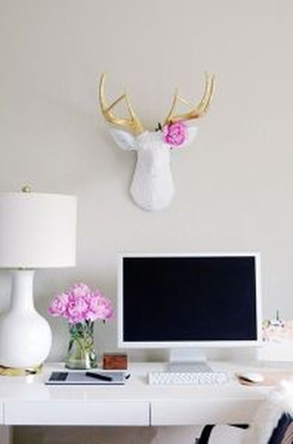 Captivating Girl Workspace Design Ideas That Looks So Cute 10