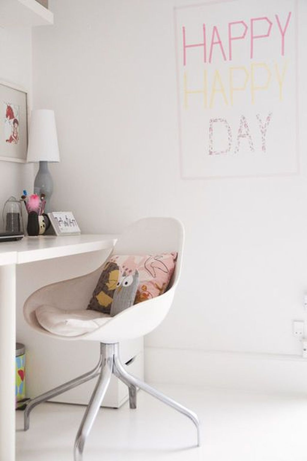 Captivating Girl Workspace Design Ideas That Looks So Cute 33