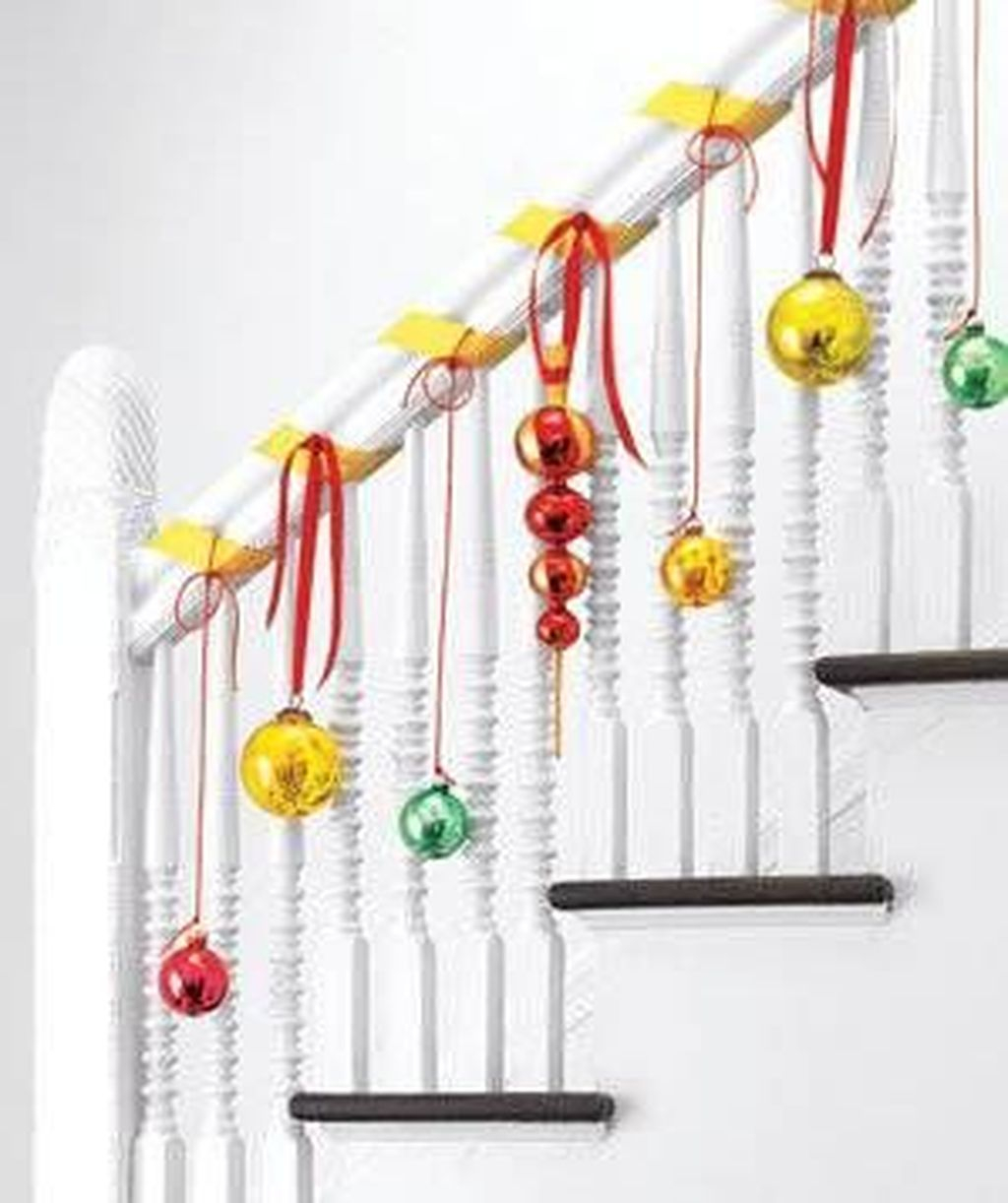 Charming Winter Staircase Design Ideas With Banister Ornaments To Try Asap 02