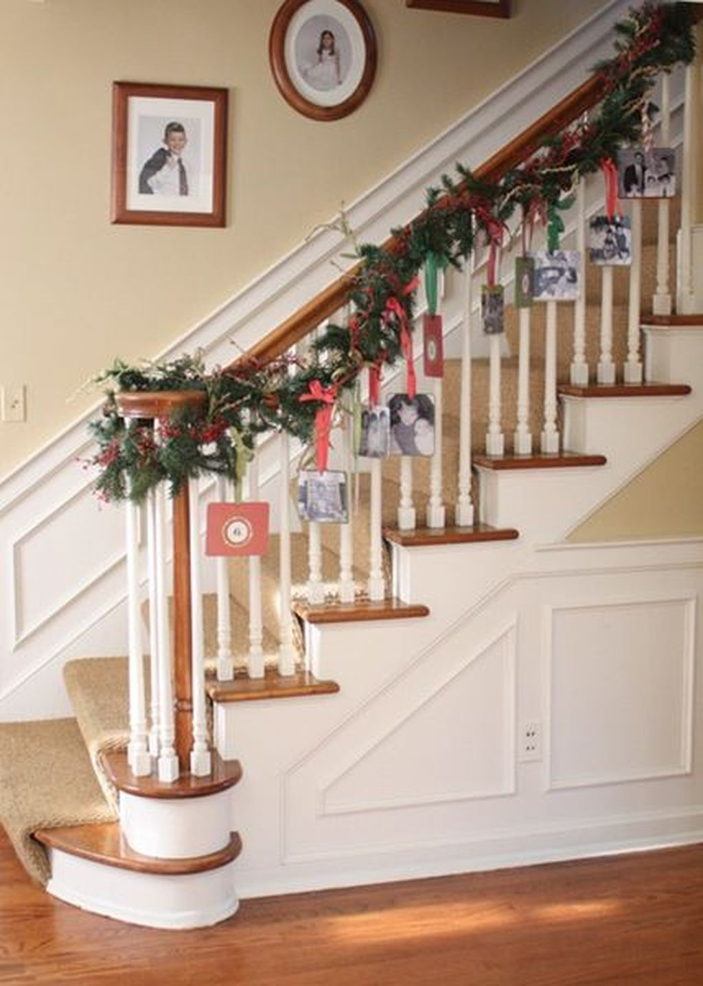 Charming Winter Staircase Design Ideas With Banister Ornaments To Try Asap 05