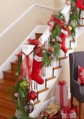 Charming Winter Staircase Design Ideas With Banister Ornaments To Try Asap 08