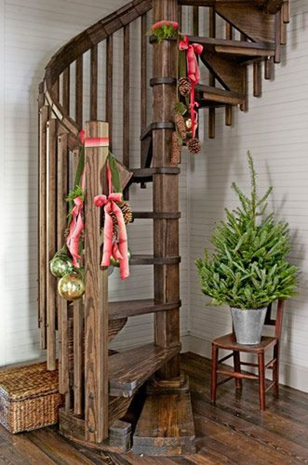 Charming Winter Staircase Design Ideas With Banister Ornaments To Try Asap 22