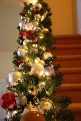 Charming Winter Staircase Design Ideas With Banister Ornaments To Try Asap 33