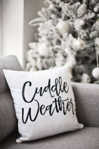 Cute Homes Decor Ideas To Snuggle In This Winter 05
