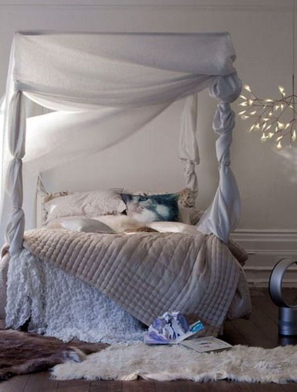 Lovely Winter Bedroom Design Ideas With Flower Themes To Try Asap 11