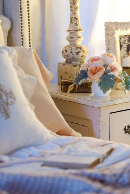 Lovely Winter Bedroom Design Ideas With Flower Themes To Try Asap 26
