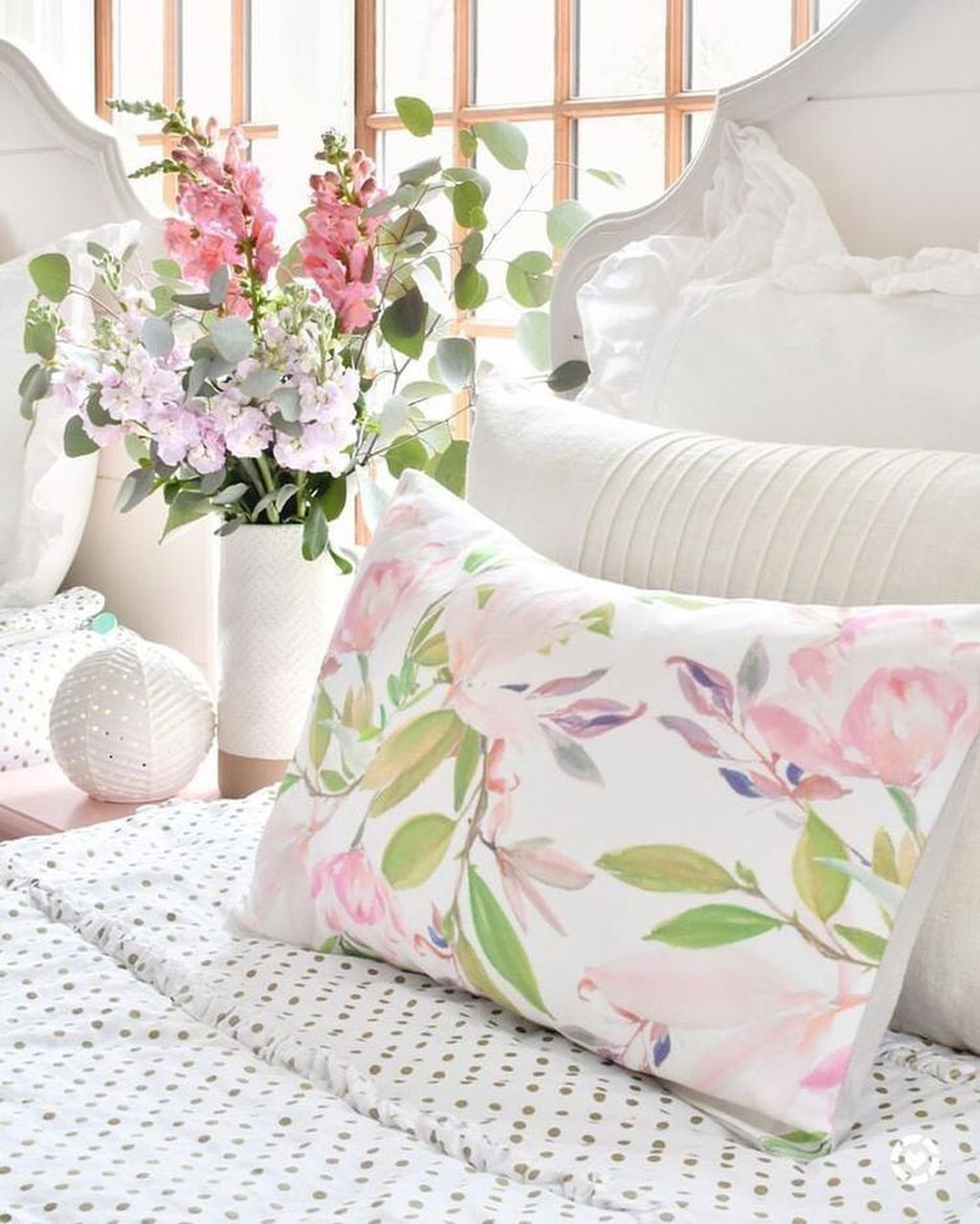 Lovely Winter Bedroom Design Ideas With Flower Themes To Try Asap 28