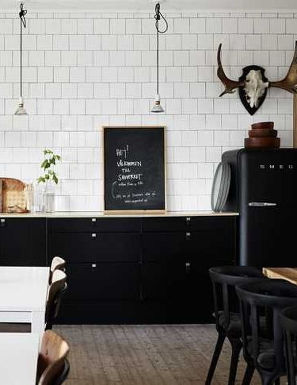 Modern Black Kitchens Design Ideas For Bachelors Pad To Try Asap 21