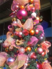 Sophisticated Pink Winter Tree Design Ideas That Looks So Cute 04