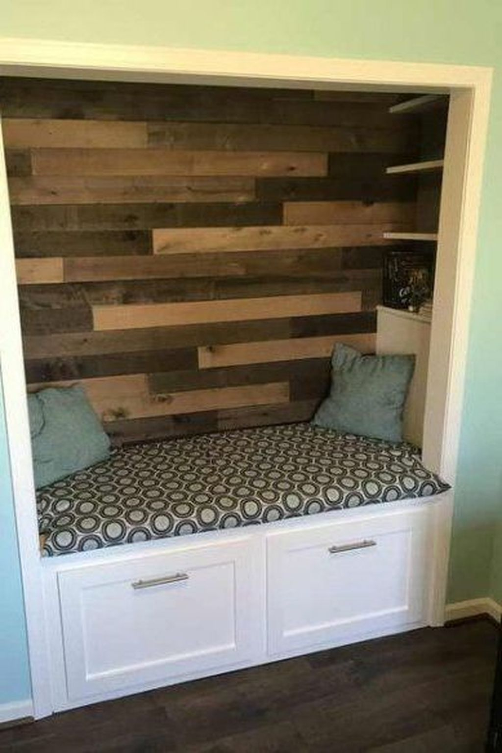 Enchanting Reading Nooks Design Ideas That You Need To Try 31