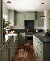 Extraordinary Black Backsplash Kitchen Design Ideas That You Should Try 36