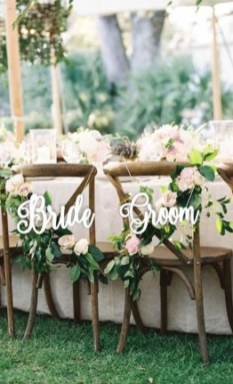 Magnificient Outdoor Wedding Chairs Ideas That Suitable For Couple 09