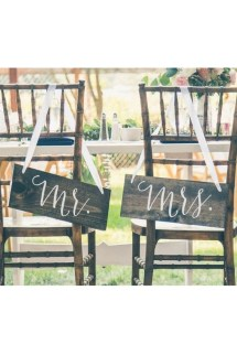 Magnificient Outdoor Wedding Chairs Ideas That Suitable For Couple 12