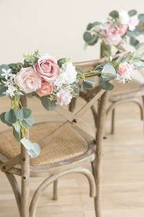 Magnificient Outdoor Wedding Chairs Ideas That Suitable For Couple 19