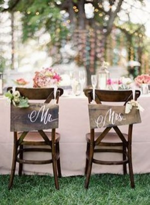 Magnificient Outdoor Wedding Chairs Ideas That Suitable For Couple 25