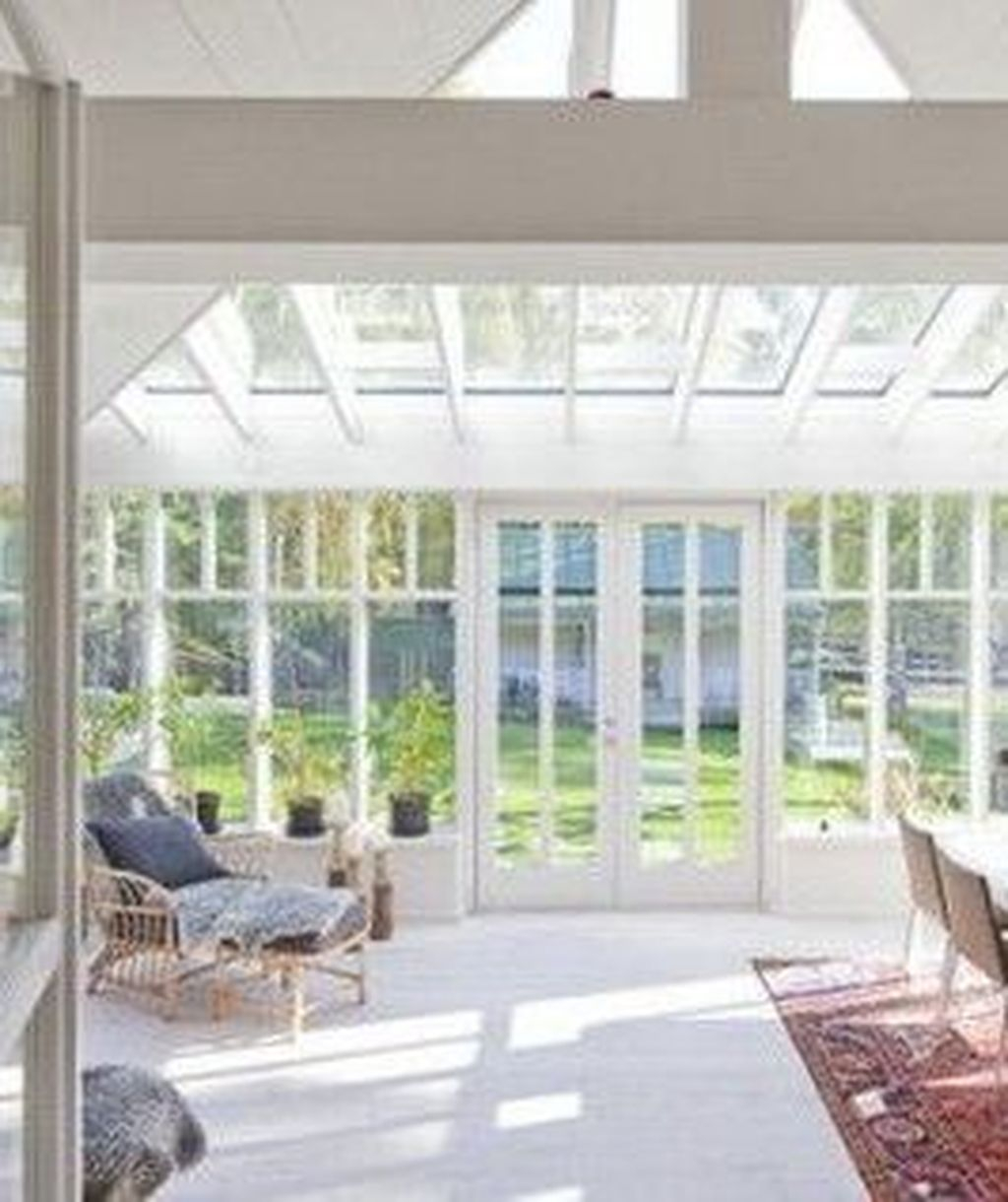 Perfect White Sunroom Design Ideas That Look So Awesome 05