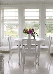 Perfect White Sunroom Design Ideas That Look So Awesome 14
