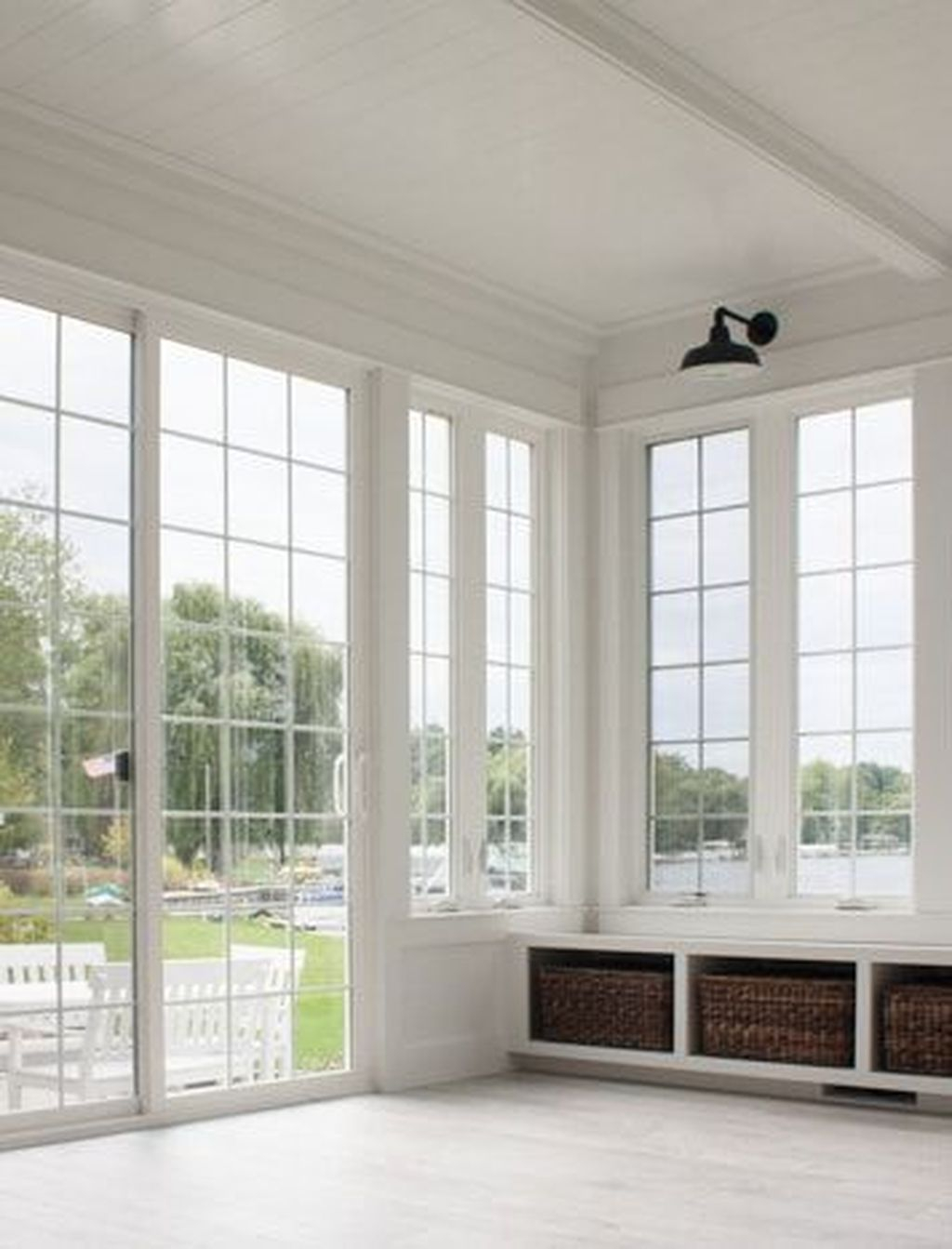 Perfect White Sunroom Design Ideas That Look So Awesome 26