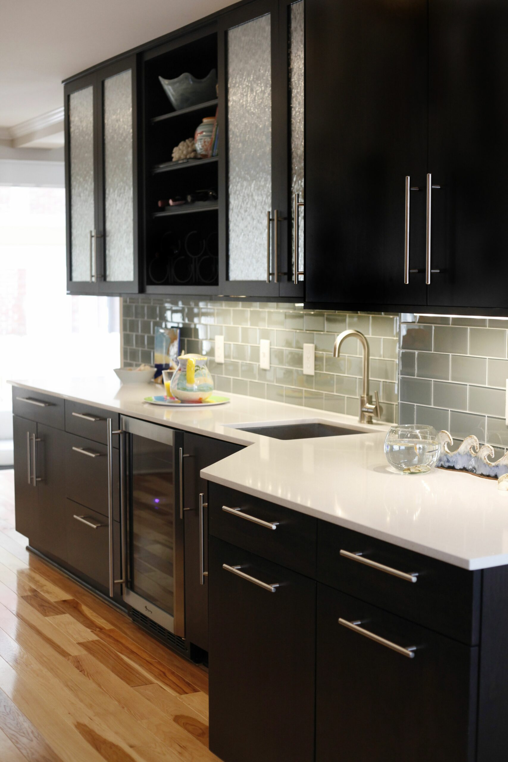 White Kitchen Cabinets With Black Hardware And Hinges