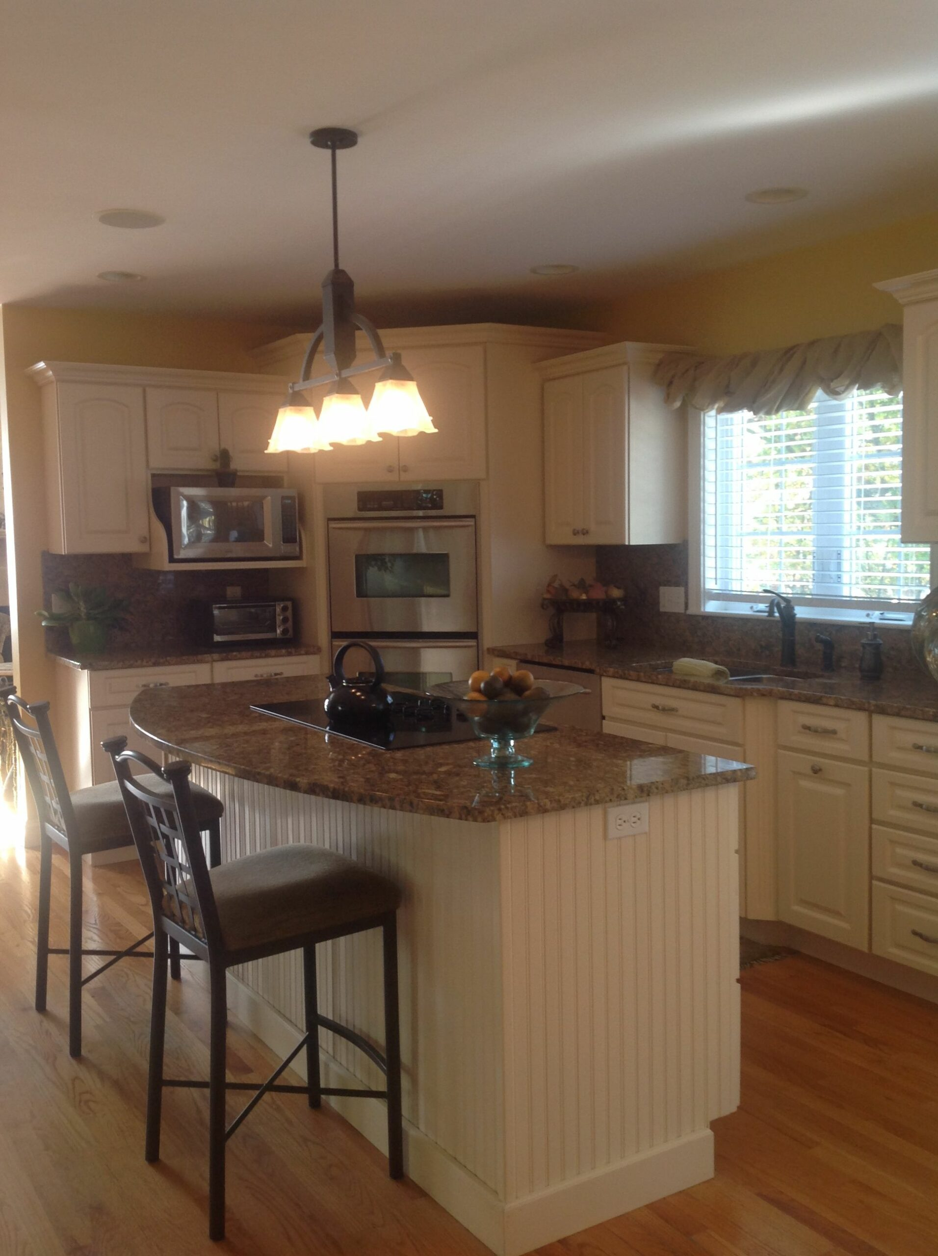 White Kitchen Islands With Granite Tops