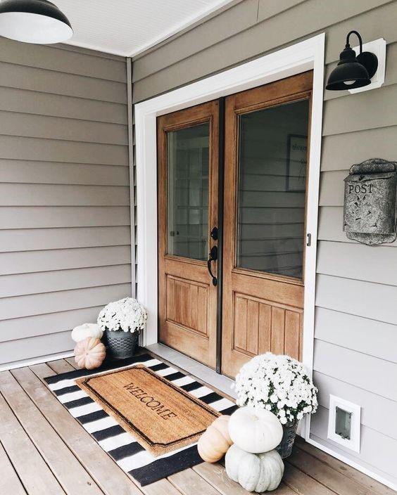 minimal front porch fall decorating idea