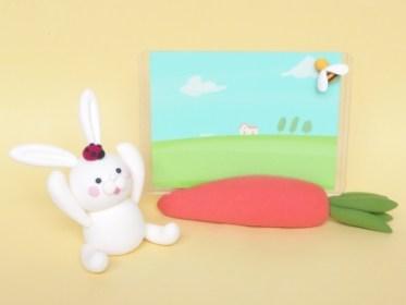 夏休み子供粘土教室 ソフト粘土でつくる、うさぎとニンジンのフォトスタンド