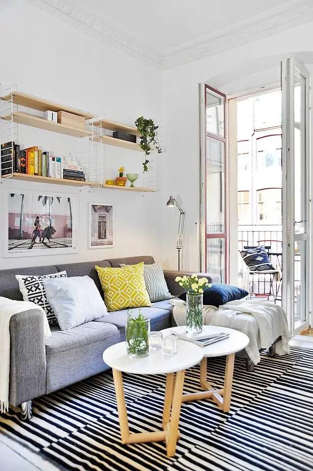 52m² répartis entre deux pièces presque égales, une belle cuisine, et une décoration d'intérieur reprenant les principes de la décoration scandinave, tant au niveau des revêtements de murs, de sols que du choix des meubles, de quoi plaire à la majorité...: