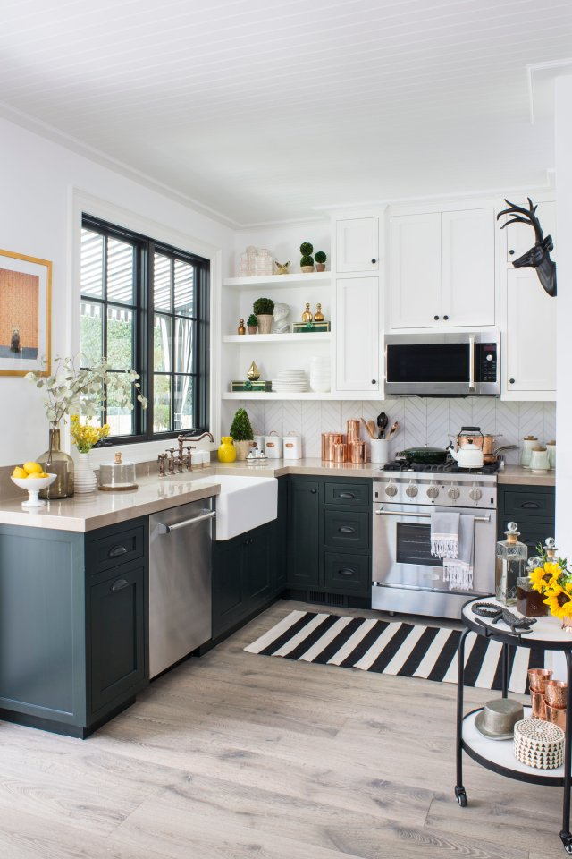 Kitchen with kitchen elements and black and white carper