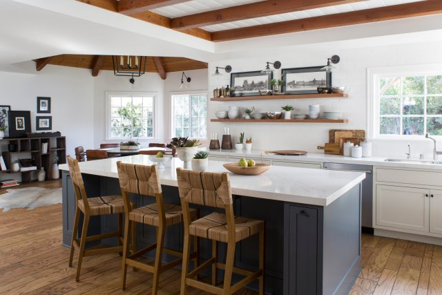 Kitchen with big table, bar chairs and kitchen elements